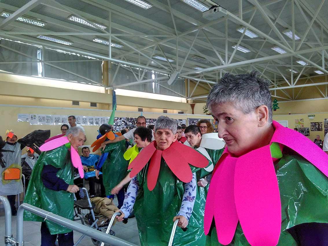 Colorido y creatividad en la fiesta del Carnaval del centro «Valle del Roncal» gestionado por la Fundación Salud y Comunidad