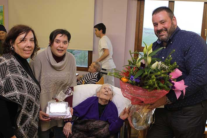 Primera centenaria de la Residencia y Centro de Día de Yécora, gestionada por FSC y la Asociación Lagunduz