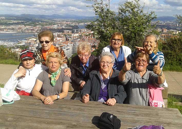 Nuestros mayores de Santurtzi participan en un flashmob con motivo del Día Mundial de las Personas Mayores