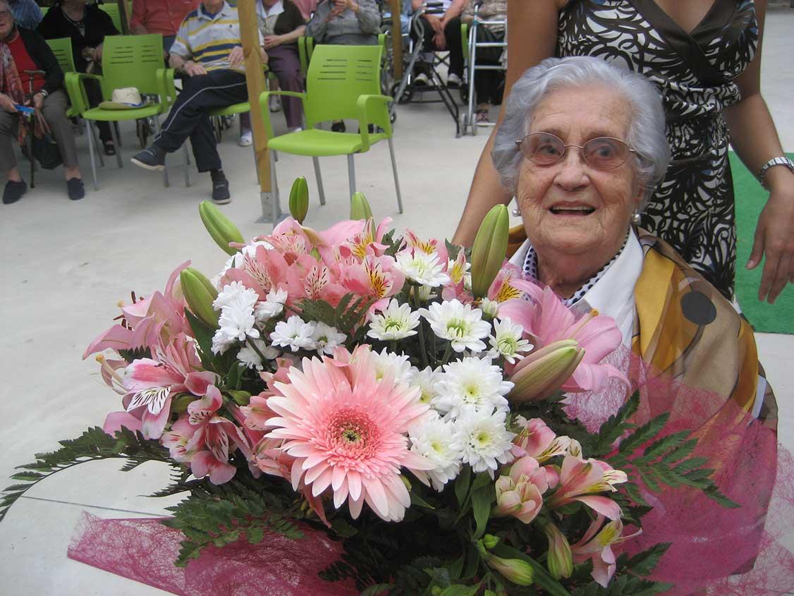 Mundeta, usuaria de la Residencia y Centro de Día 'Roger de Llúria' de Reus, cumple 100 años